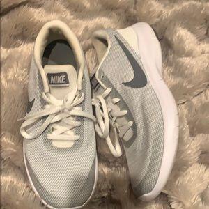 Nike Women's Flex Experience Run - 9